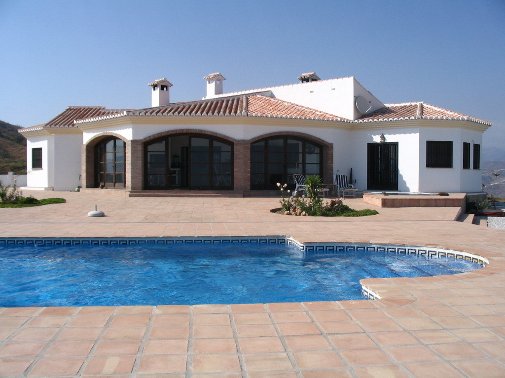 Villa for sale in Velez-Malaga