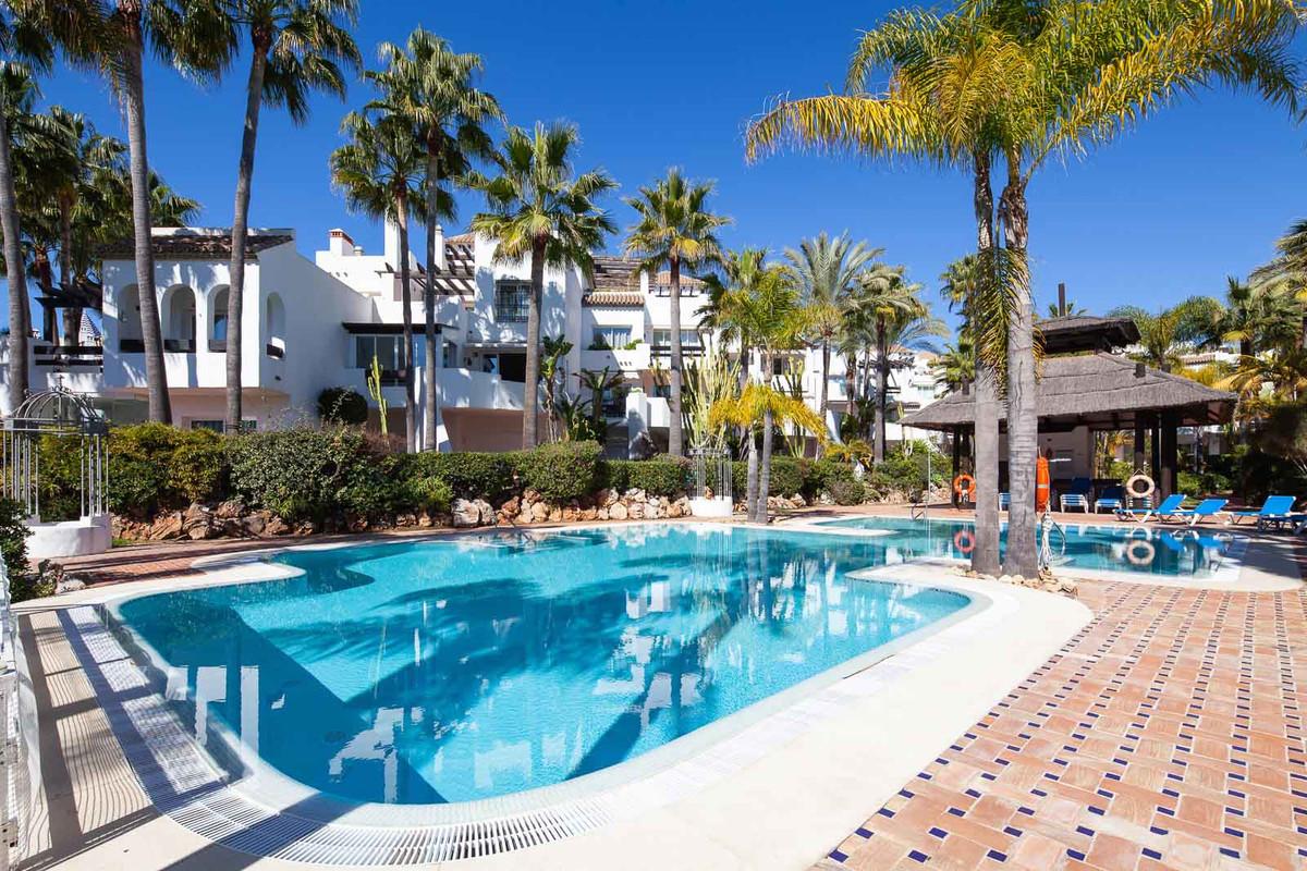 Marbella Banus Apartamento Planta Media en Venta en Puerto Banús – R3521005