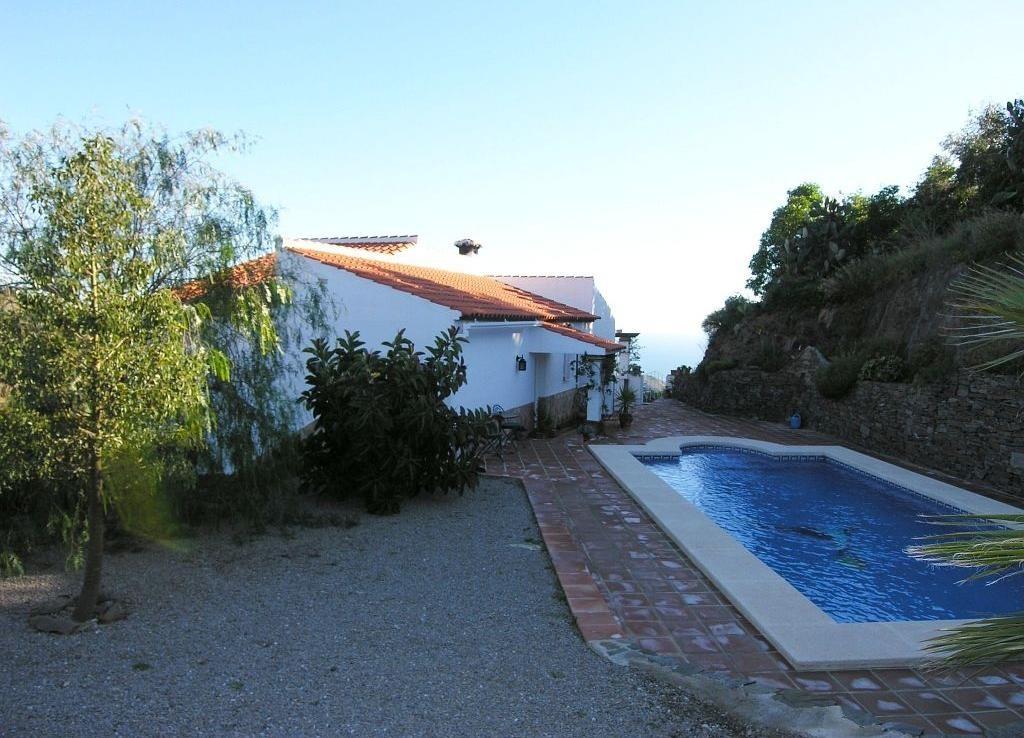 Villa for sale in Sayalonga