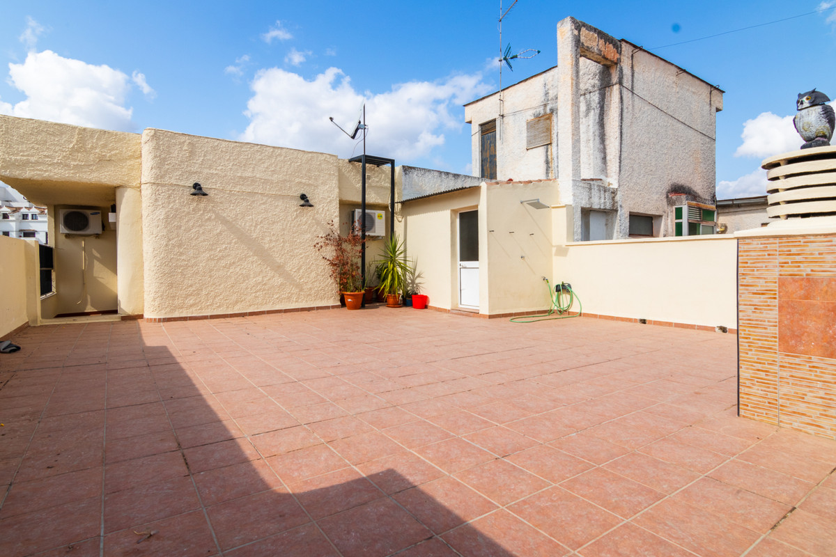 Apartment in Coin, located a few minutes walking from the town center, has 109 m2 built, fifth floor, Spain