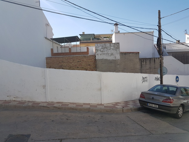 Urban plot for sale in Alhaurin el Grande, surface 136 m2, with project of works and license that ne,Spain