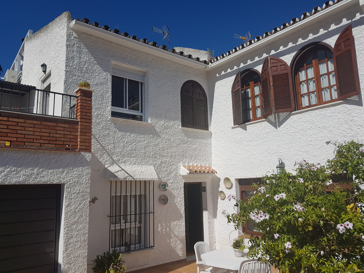 Townhouse located in a quiet and prestigious urbanization of Coin, El Rodeo, only 35 minutes from Ma,Spain