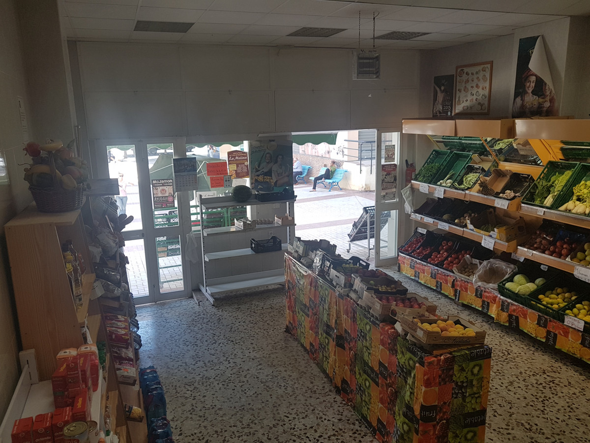 Commercial premises for sale in the center of Torremolinos, located in a very commercial area.  Surf,Spain
