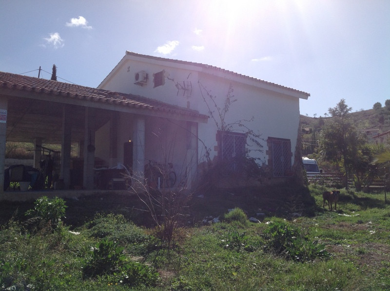 Plot of 4.000 m2 with a house under construction, 200 m2 approx. (100 m2 built and 100 m2 under cons, Spain