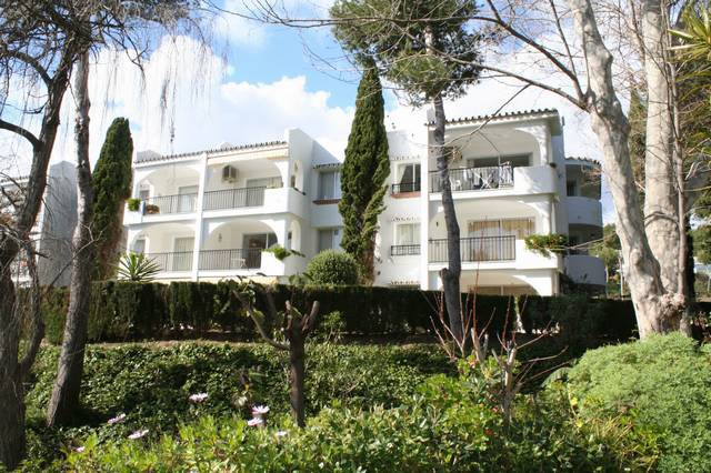 Totally refurbished first floor apartment conveniently situated close to the Miraflores Clubhouse, s,Spain