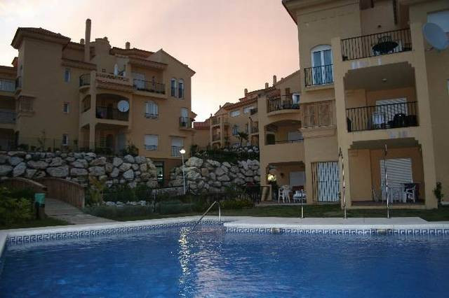 Lovely apartment in Riviera del Sol comprising:  Lounge with dining area leading to terrace, fully f,Spain
