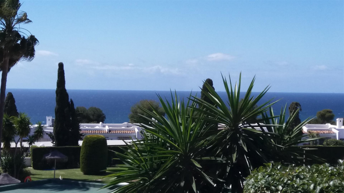 Beautiful 2 bedroom, 1 bathroom ground floor apartment with sea views in a very nice gated complex i,Spain