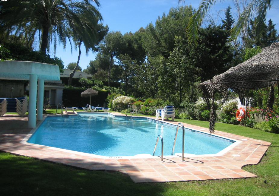 Lovely studio in the well know resort of Miraflores, with beautiful tropical gardens, nice pools and,Spain