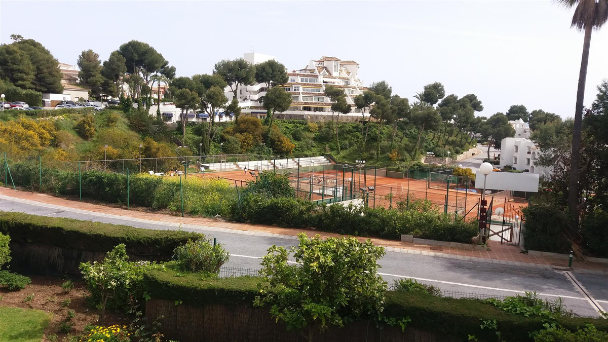 Fantastic two bedroom apartment set on the wonderful resort complex of Miraflores. The property comp,Spain
