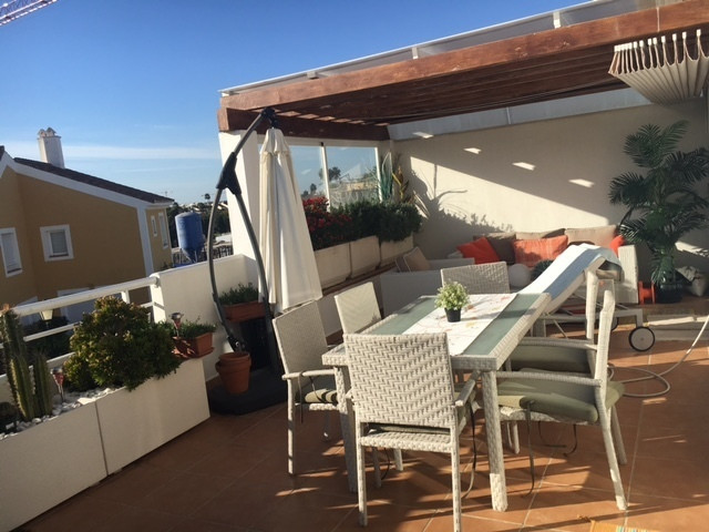 IDEAL FOR INVESTORS, HIGH POTENCIAL RENTAL. A very nice apartment located in Cortijo del Mar. It is Spain