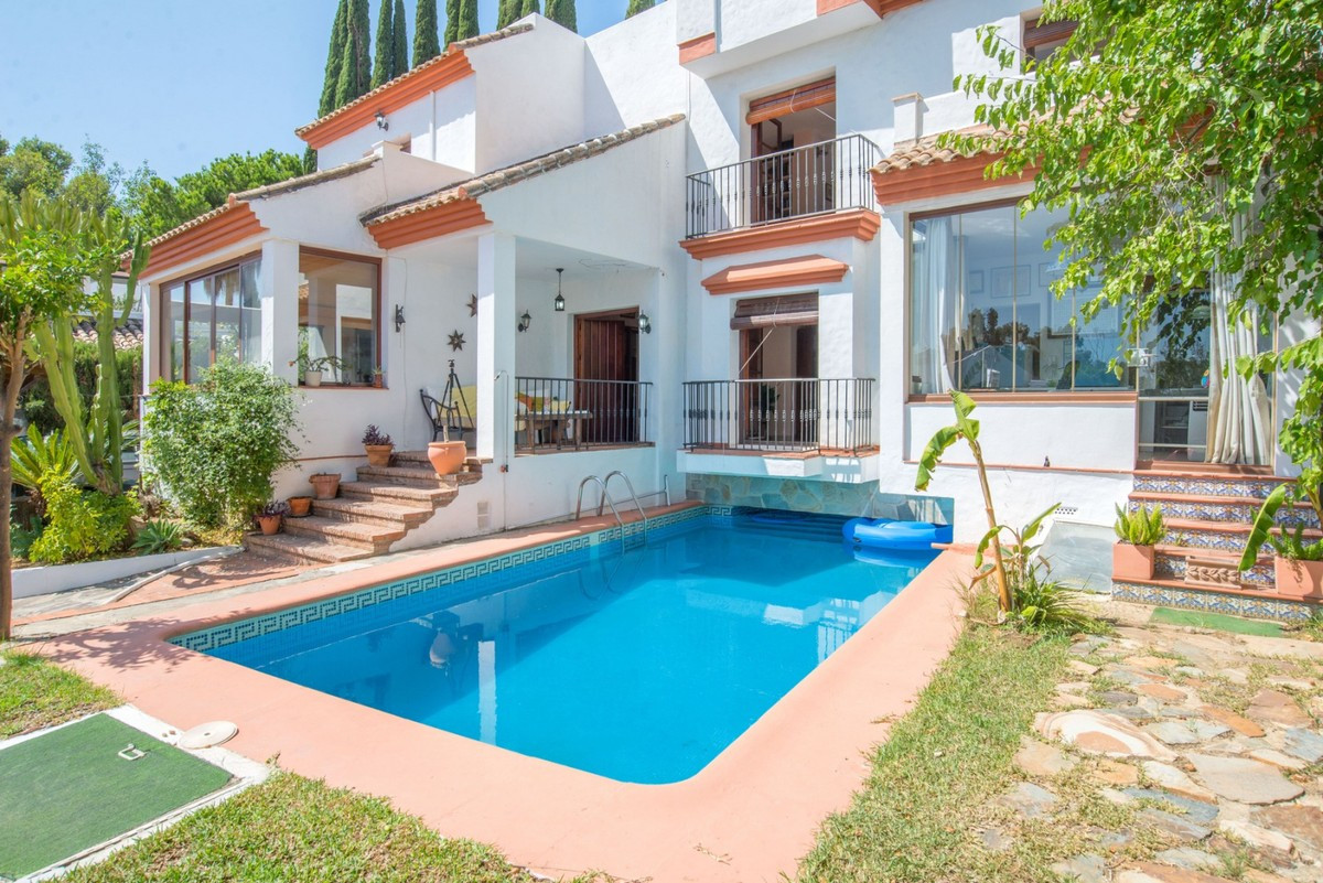 Classic and Spacious Villa located in the area of Atalaya.  This property consists of 3 big bedrooms,Spain