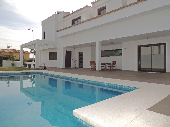 Extraordinary modern design Villa in Benalmadena with a beautiful garden and swimming pool. Located , Spain