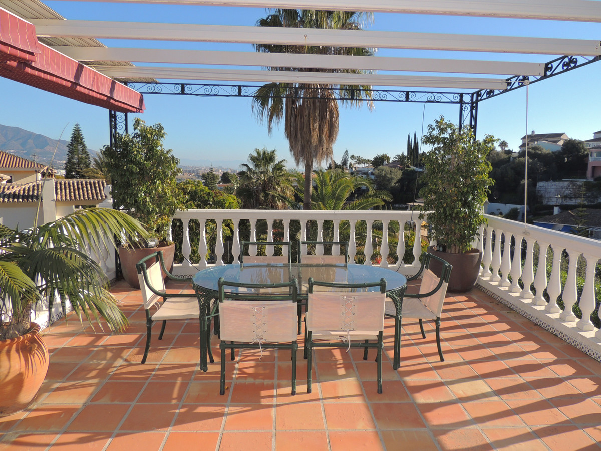 Located only 25 min from Malaga airport, this beautiful home is located in the hills above Fuengirol, Spain