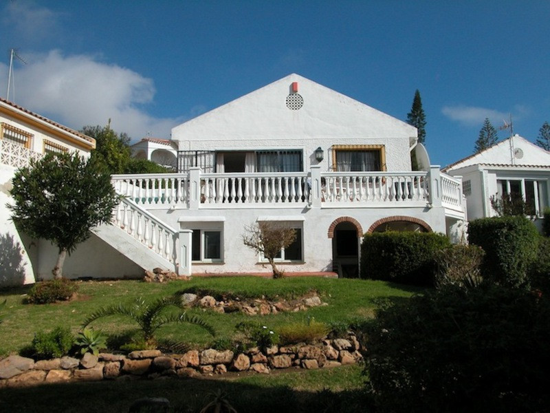 Outstanding villa in the quiet area of El Faro. The main floor consists of three bedrooms, two bathr, Spain