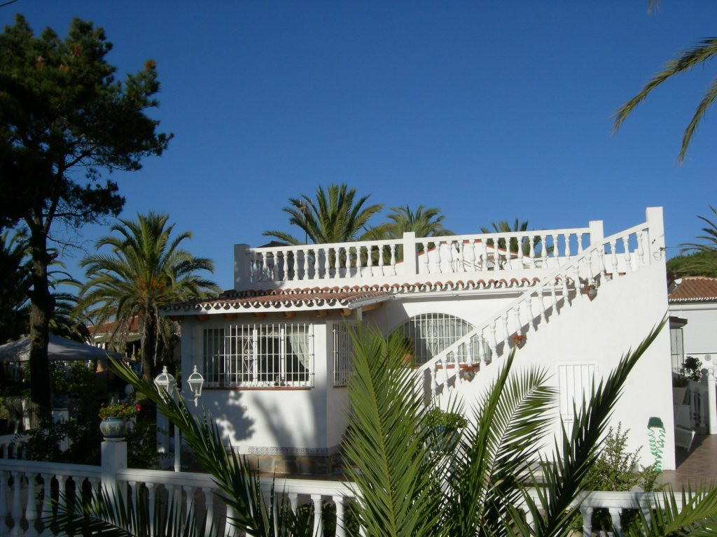 Very nice villa for sale in the center of El Faro. It consists of two bedrooms and a bathroom, a bea, Spain
