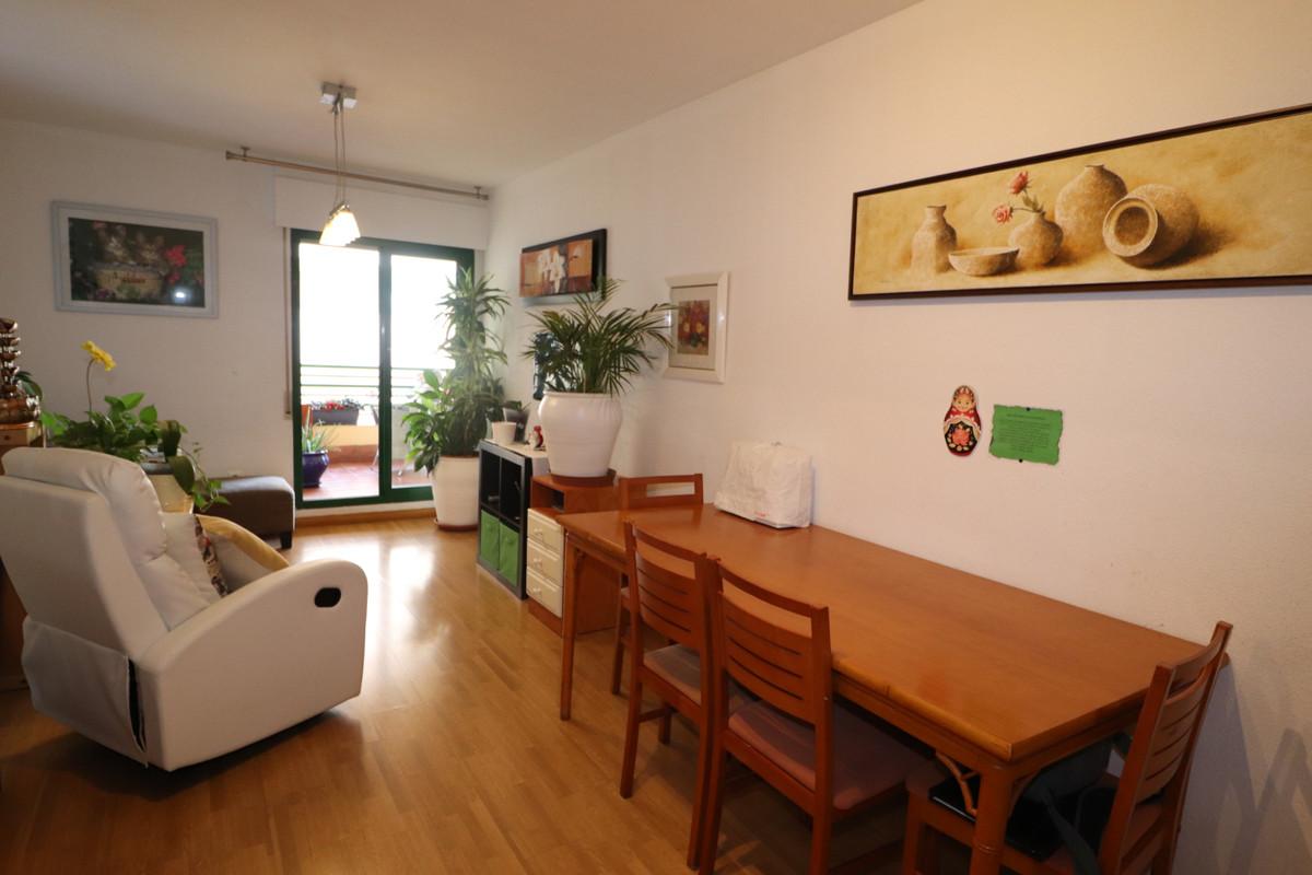 Marbella Banus Apartamento Planta Media en Venta en Marbella – R3395236