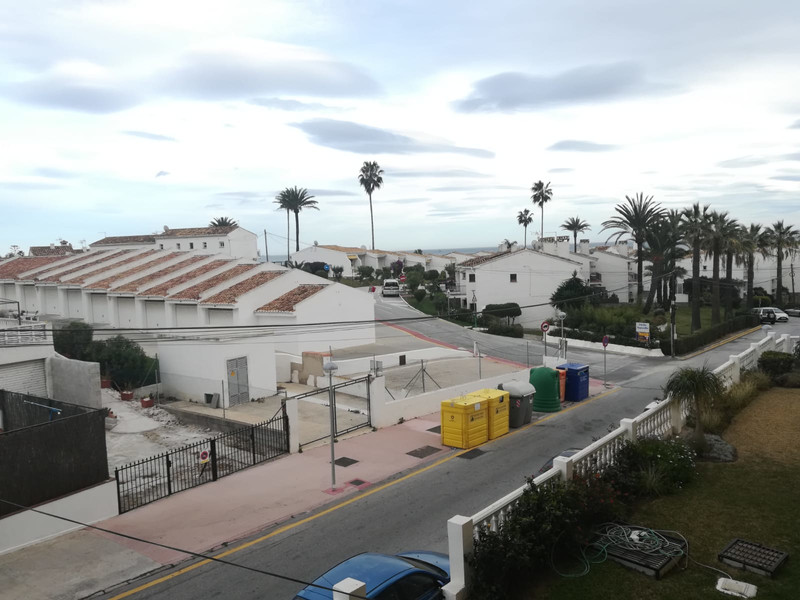 Middle Floor Apartment in El Faro for sale