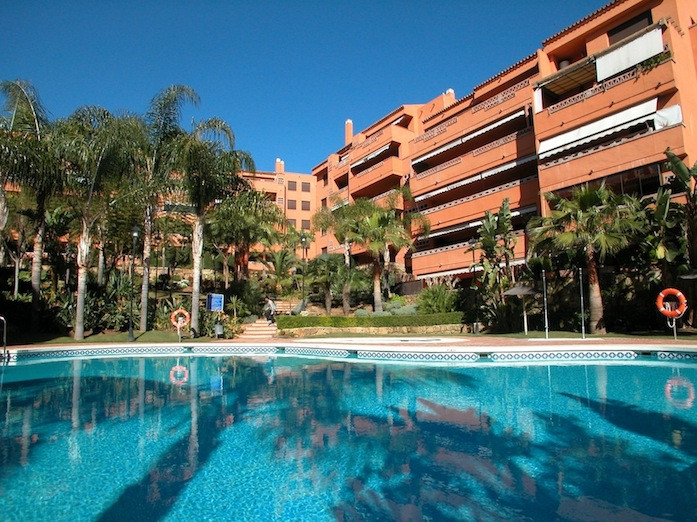 Middle Floor Apartment in Nagueles