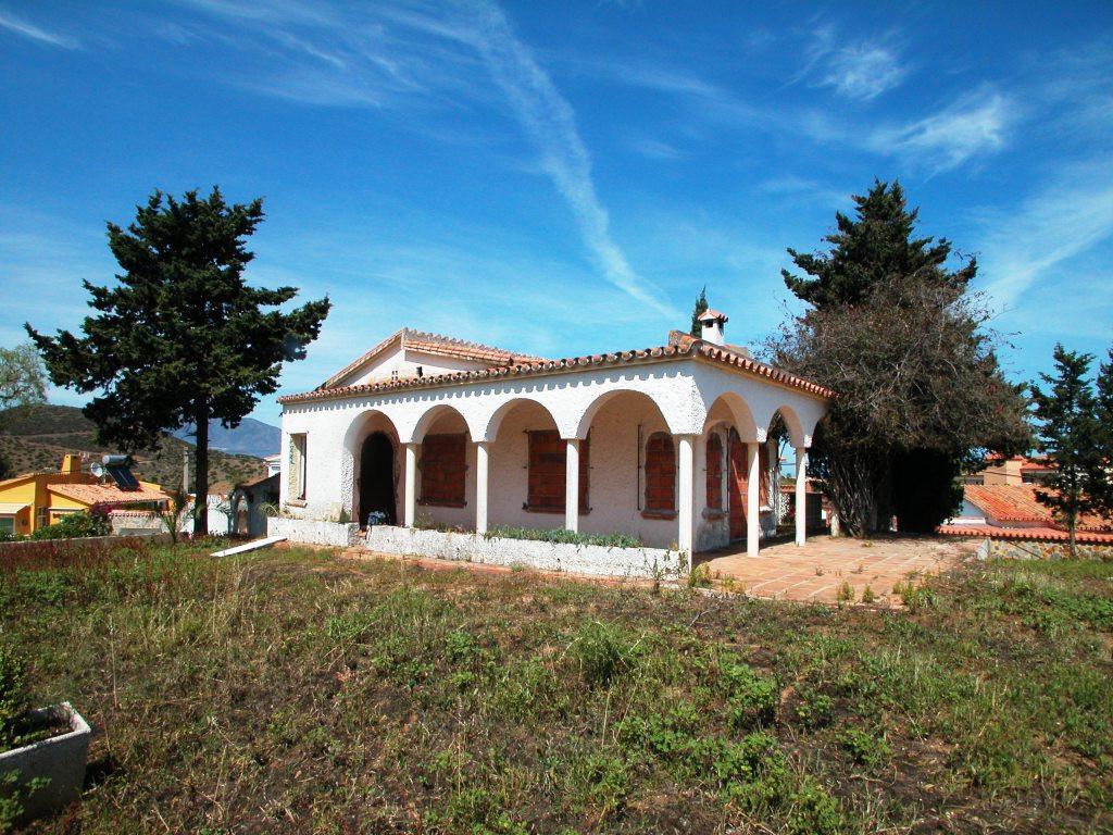 Can be bought together with ref.: R3789772  Detached Villa, El Faro, Costa del Sol. 3 Bedrooms, 2 Ba,Spain
