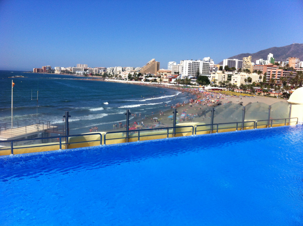 This stunning apartment is located right next to the beach, in Benalmadenas' exclusive Puerto M, Spain