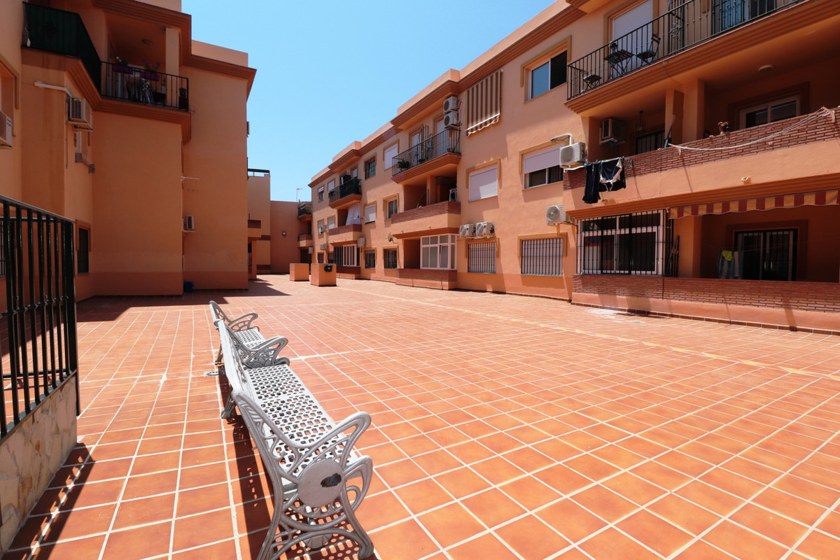 Middle Floor Apartment, Coin, Costa del Sol. 2 Bedrooms, 1 Bathroom, Built 75 m², Terrace 5 m².  Set, Spain