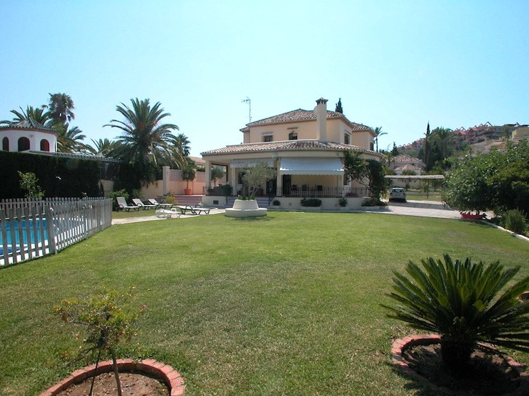 Detached Villa in Nueva Andalucia