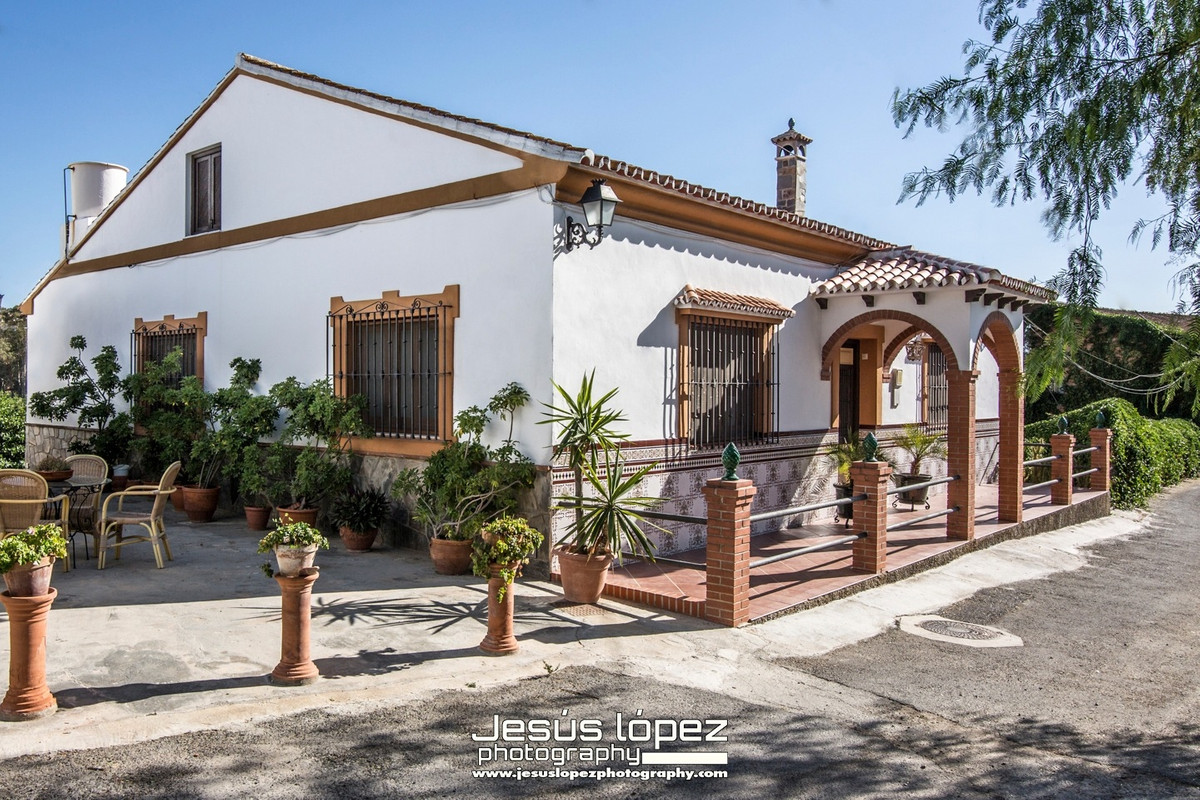 House in Alora R3597497 2