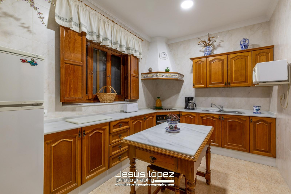 House in Alora R3597497 7