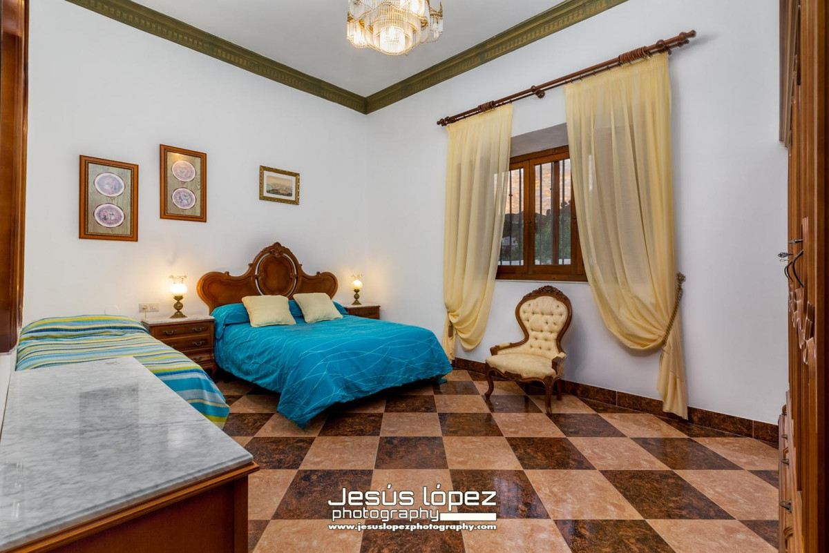 House in Alora R3597497 8