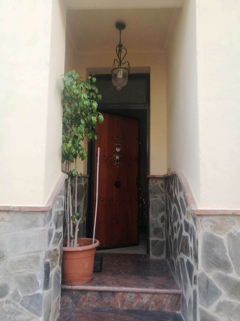 6 bedroom townhouse for sale coin