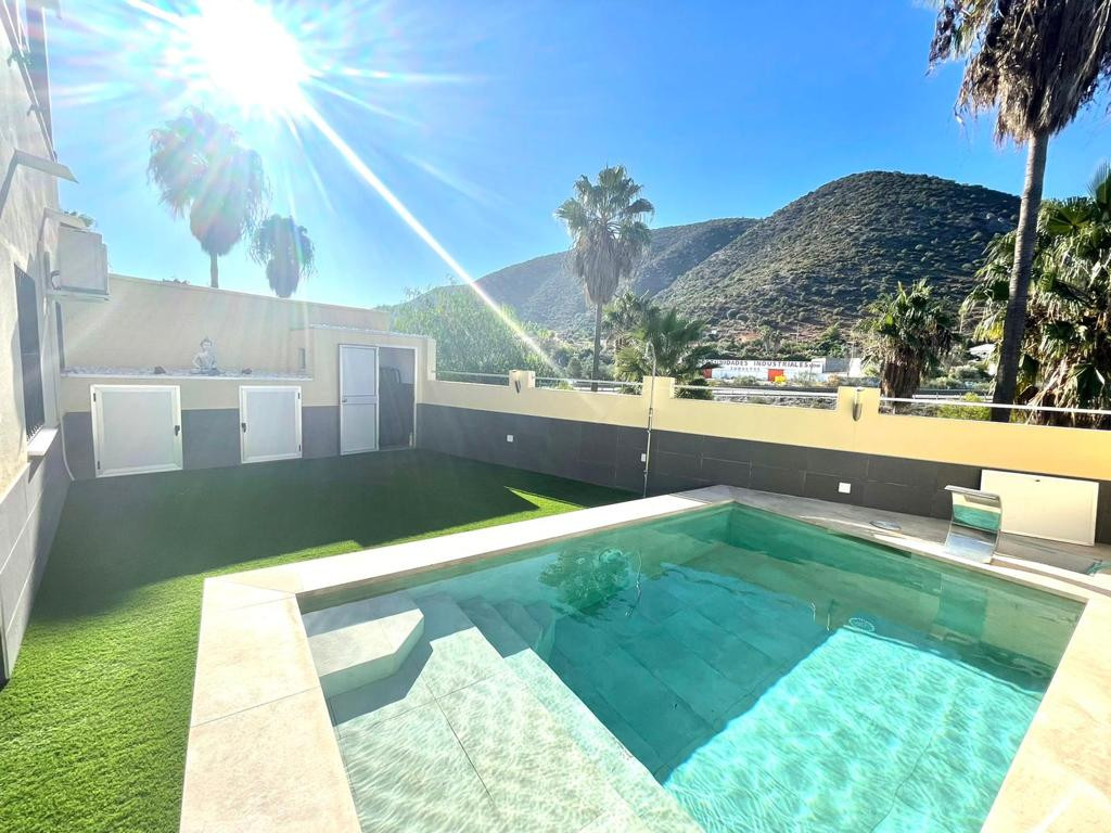 AM3120-V Magnificent semi-detached house for sale and renovated with excellent quality materials loc,Spain