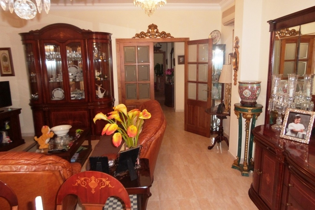 V - FOR SALE A SPECTACULAR TOWN HOUSE of more than 400sqm. On ground floor, consisting of living roo,Spain
