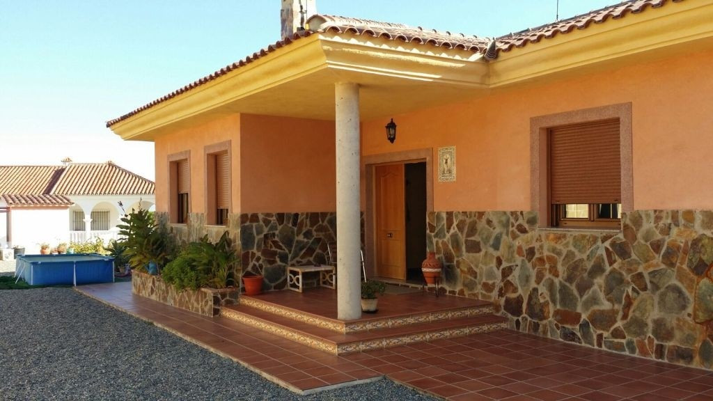 2598. Luxury villa for sale in alhaurin de la torre on a plot of 1,474m2 in an urban area, with a co,Spain