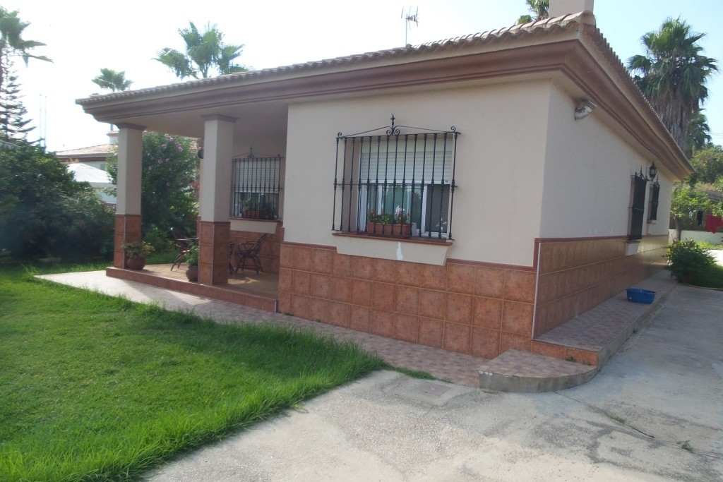 For sale one level  villa on a fenced urban plot of 1.200m2,  15 minutes from Malaga airport and the, Spain