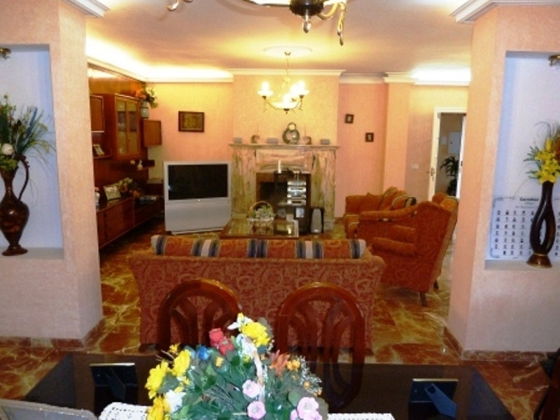 Villa con 8 Dormitorios en Venta Alhaurín de la Torre