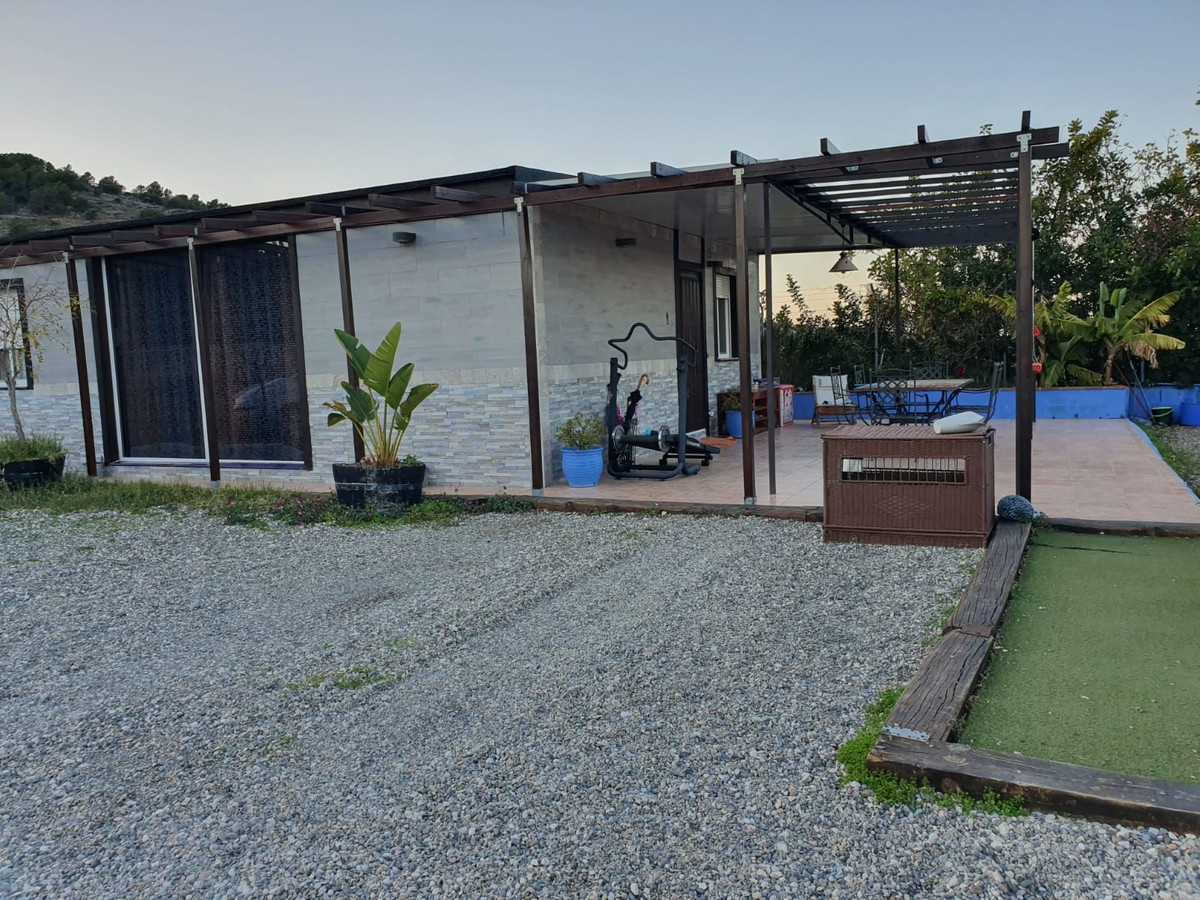 For sale prefabricated single floor villa on a concrete basis of 110 m2 on a fenced plot of 1200m2. ,Spain