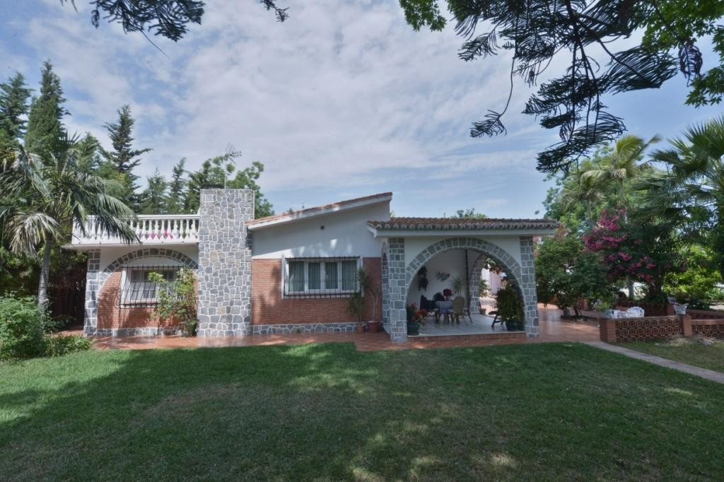 For sale a spectacular recreation property on 9,264 m2 of fenced plot. Inside the same property you ,Spain