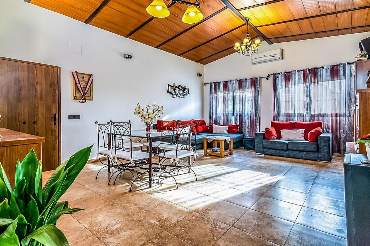 House in Alhaurín de la Torre R3553594 2