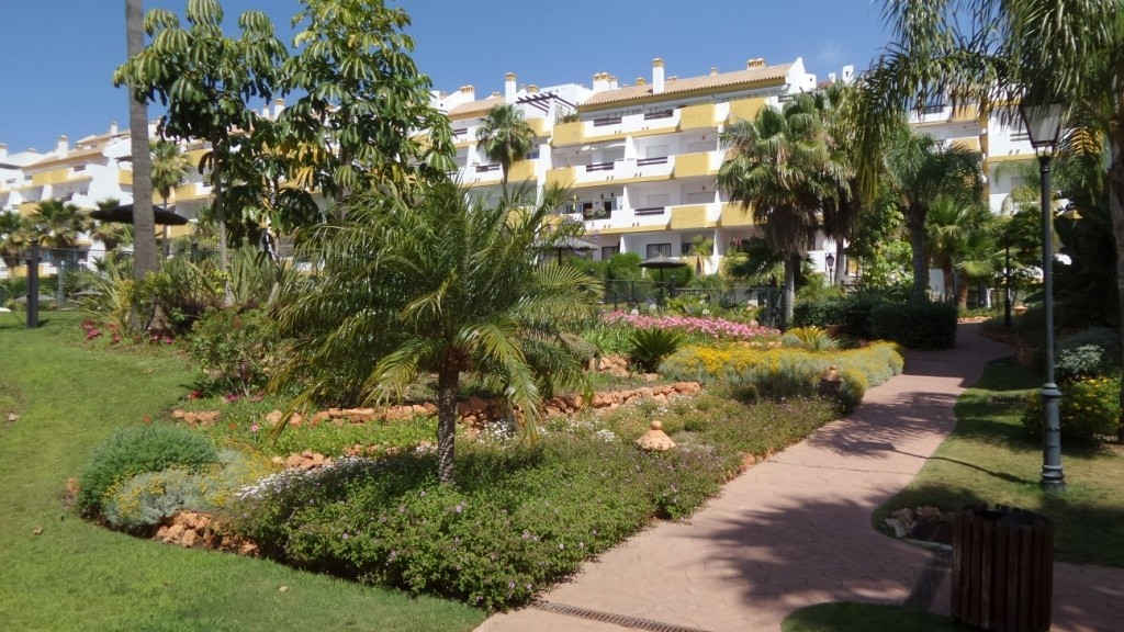 For sale a first floor apartement  overlooking the golf course and  with sea views,  in a spectacula, Spain