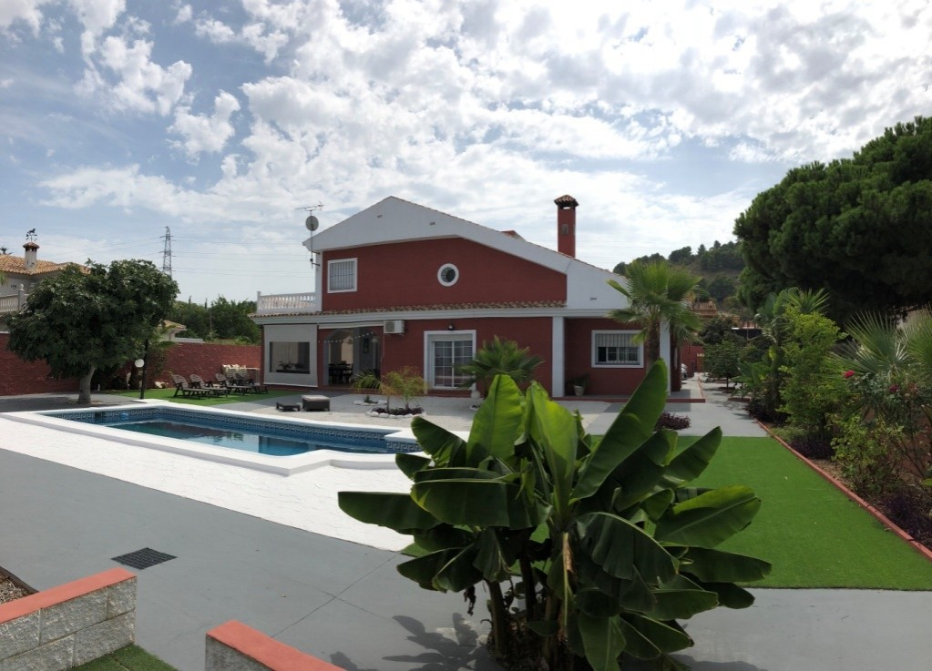 Villa in Alhaurin de la Torre located in a privileged environment. Villa on the Costa del Sol from w, Spain