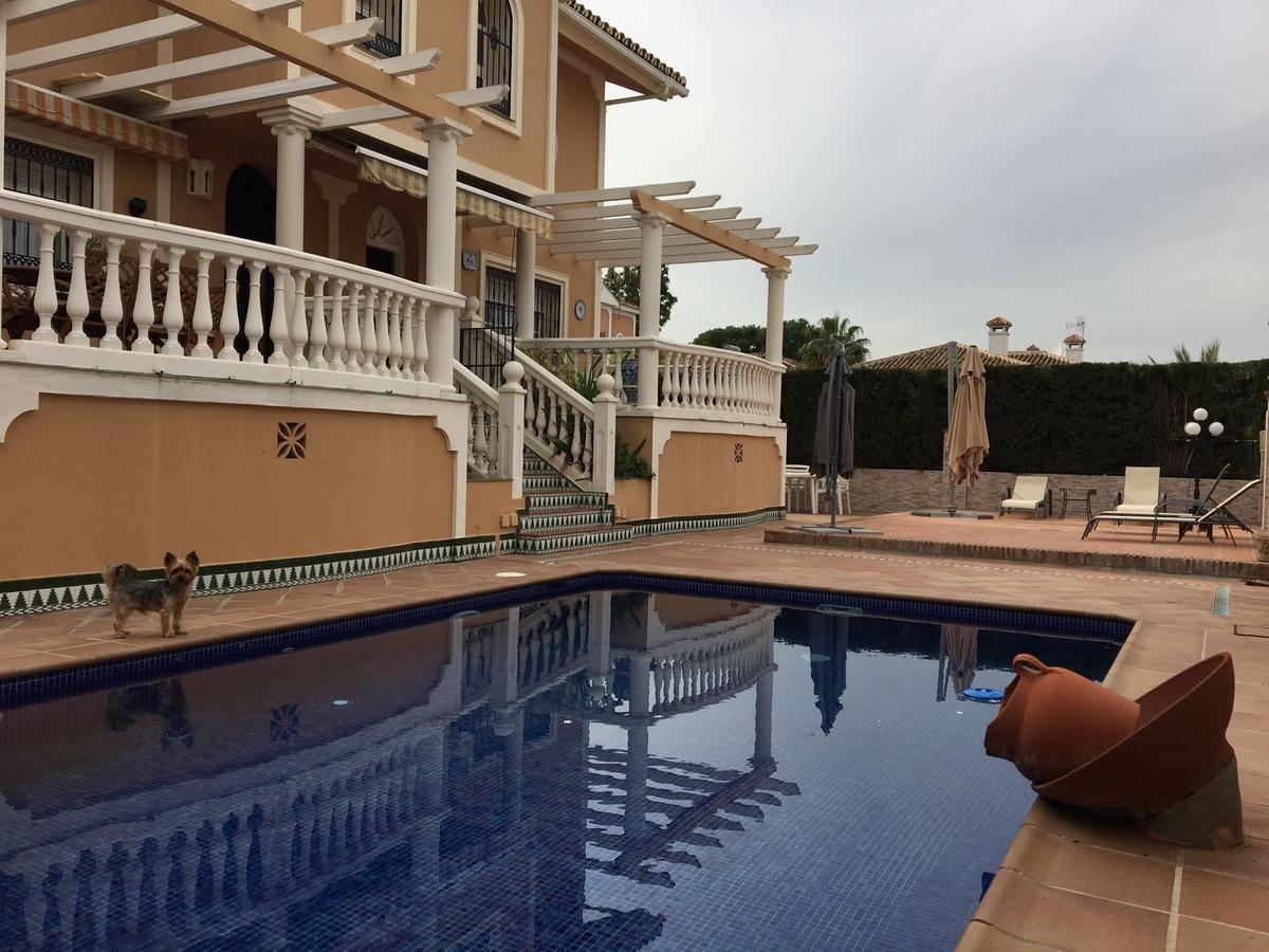 Villa  Independiente en venta   en Alhaurín de la Torre
