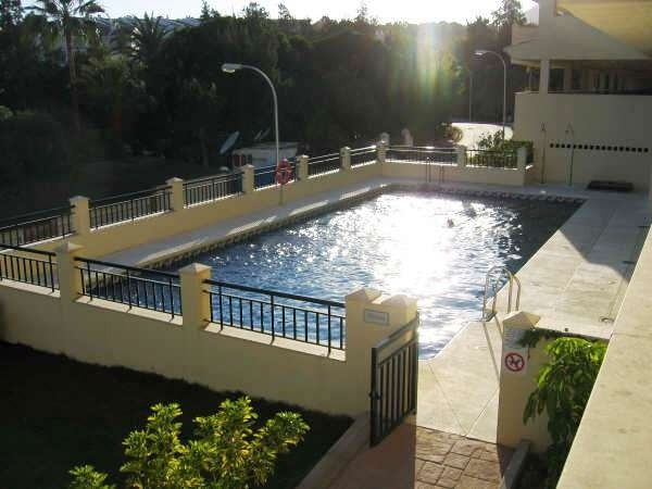 FOR SALE LUMINOUS FLAT IN THE GOLF COURSE OF TORREQUEBRADA. On sale semi furnished flat in the quiet,Spain