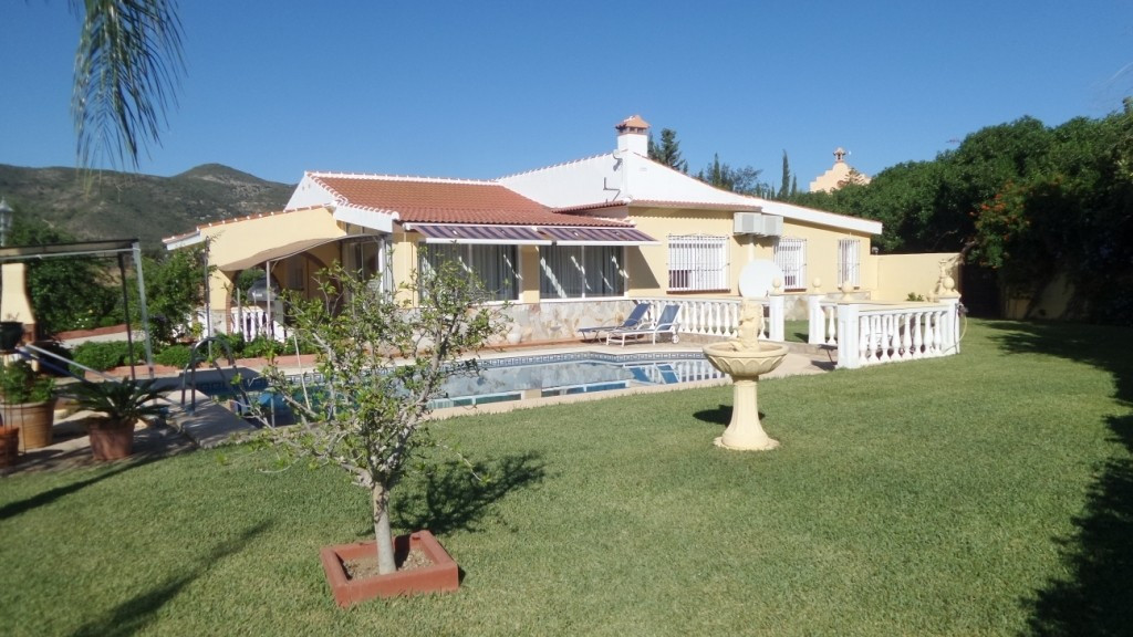 Villa in Alhaurin de la Torre located in a privileged environment. Villa located close to  Costa del Spain