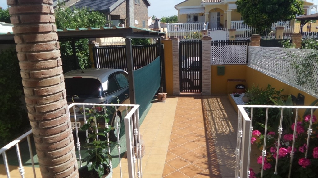 For sale townhouse located in one of the best areas of Alhaurin de la Torre, a nice village located ,Spain
