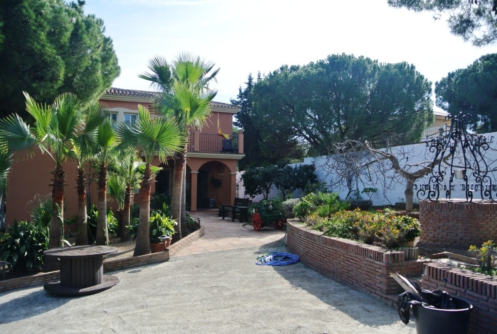 Spectacular villa  located in one of the best areas of Alhaurin de la Torre, a quiet urbanization ju,Spain