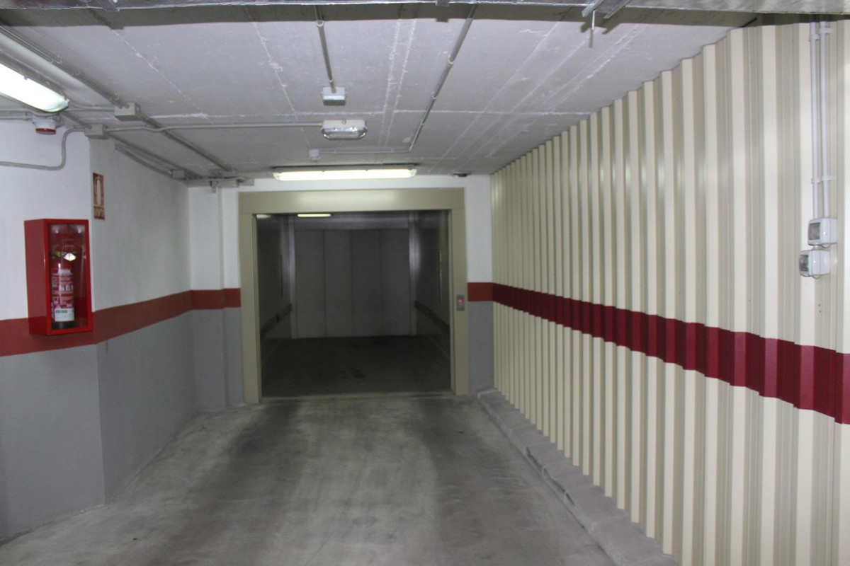 GARAGE  for sale right dowtown.. .. Constructed area, 13.89 m2, useful; 10.80 m2 PRICE: 27000 € [ IE,Spain