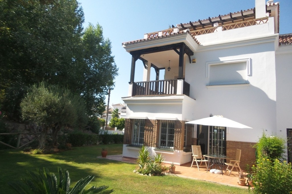 -  (LAURO GOLF ZONE )  For  sale sale a  spectacular corner semi-detached House in a beautiful and q,Spain