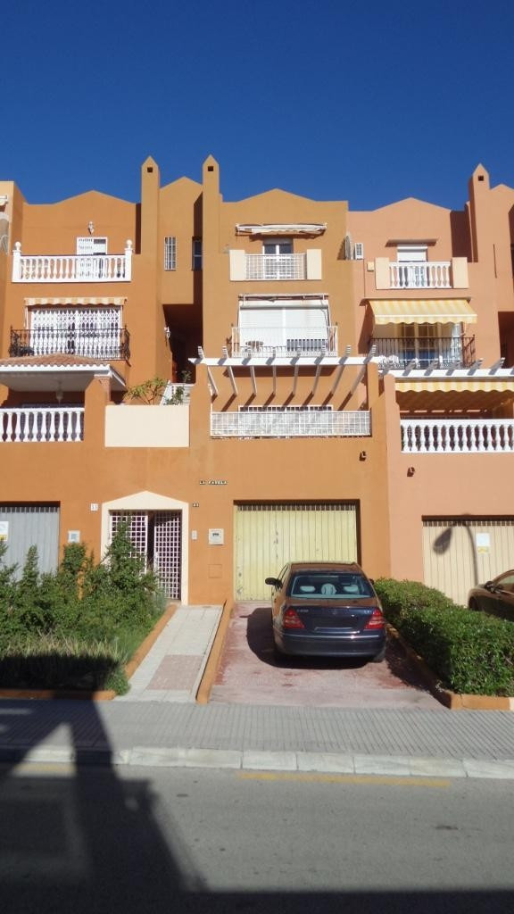 Spectacular chalet 300m2 of 4 floors, consists on the ground floor of a garage for 3 cars plus a squ,Spain