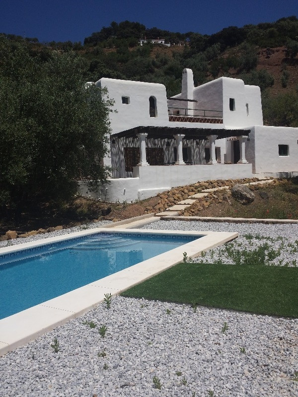 For sale in a wonderful environment  this detached villa on a 2.943 m2  fenced plot,  in a quiet are,Spain