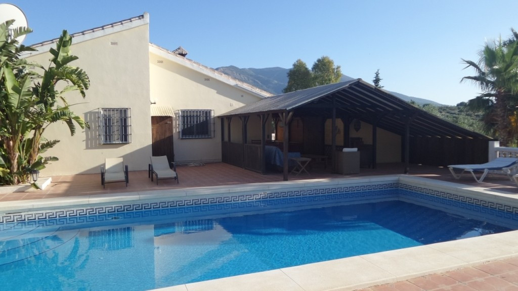 SPECIAL VILLA PERFECT FOR A B & B. FOR SALE A SPECTACULAR VILLA, PERFECT FOR A B & B on a 80, Spain